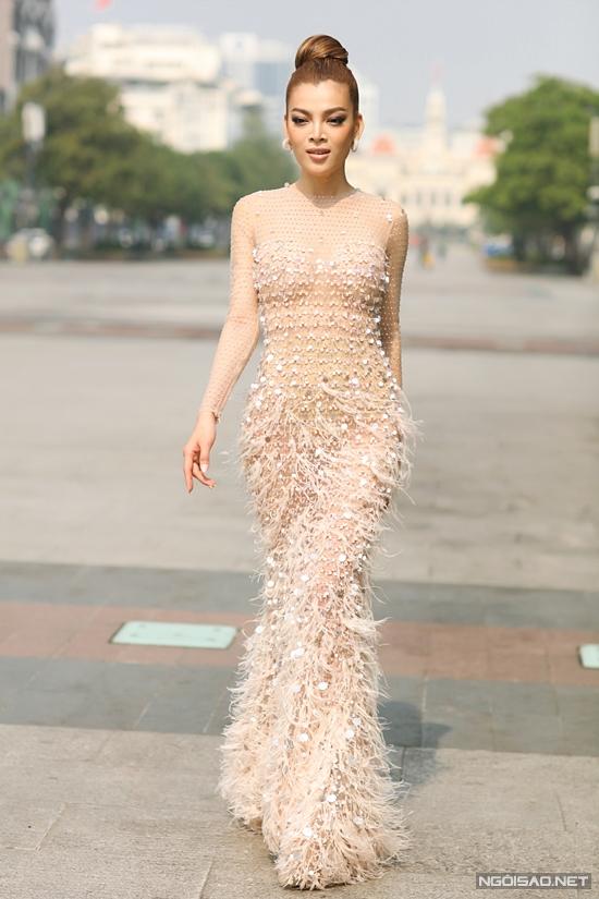 Hoa hậu Trân Đài:  - 4