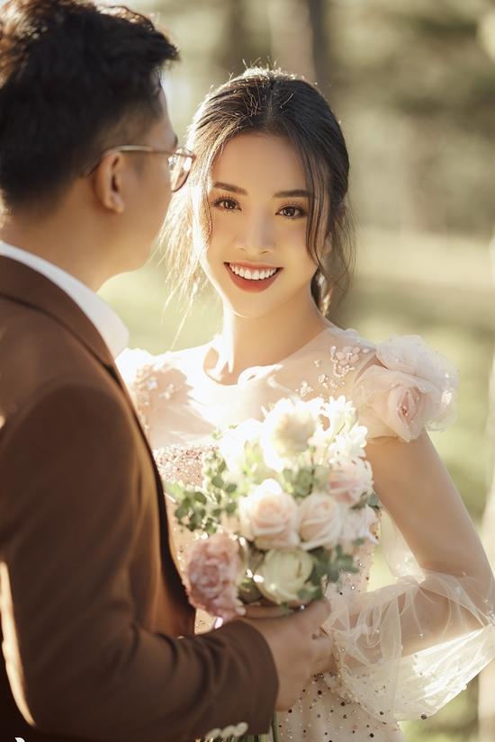 Á hậu Thúy An tình tứ bên chồng tiến sĩ ở Đà Lạt - 10