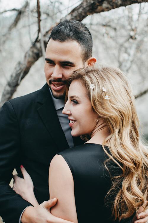 Những ngày đầu tháng 1, cô dâu Jessia Miller (người Mỹ) và chú rể Jose Ataury (người Cuba), đều 26 tuổi, làm việc tại một khách sạn ở Hà Nội đã có được bộ ảnh cưới ấn tượng đúng dịp hoa mơ nở trắng rừng ở Mộc Châu.