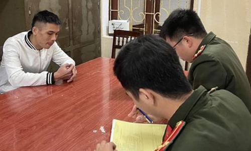 Công an lập biên bản Phạm Thanh Tùng.