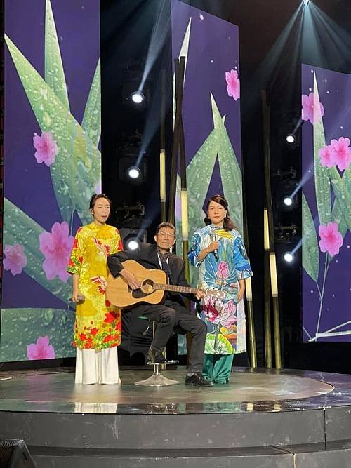 Ca sĩ Mỹ Linh đăng ảnh ba 3 thế hệ làm nghề nhạc bên bố chồng - nhạc sỹ Trương Ngọc Ninh - và con gái Mỹ Anh.