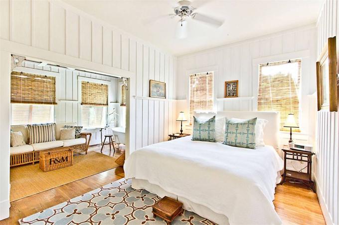 Một trong các phòng ngủ của biệt thự.