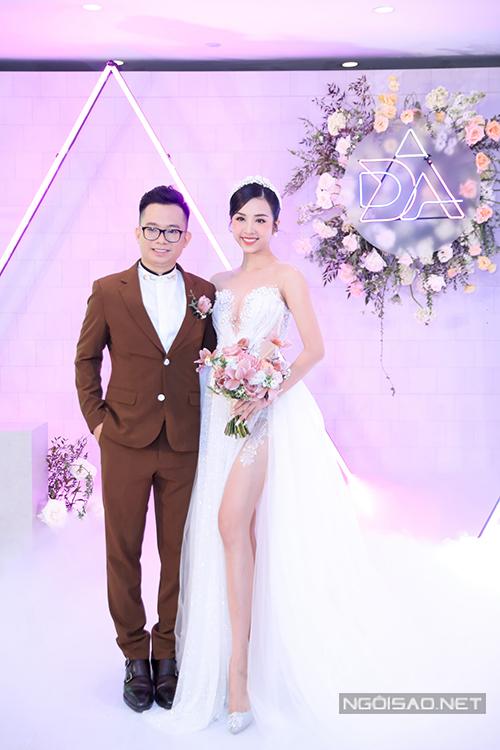 Tối 23/1, á hậu Thuý An và chồng tiến sĩ Ngọc Duy đã tổ chức đám cưới tại TP HCM.