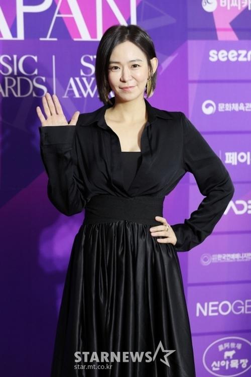 Diễn viên Shim Lee Young.