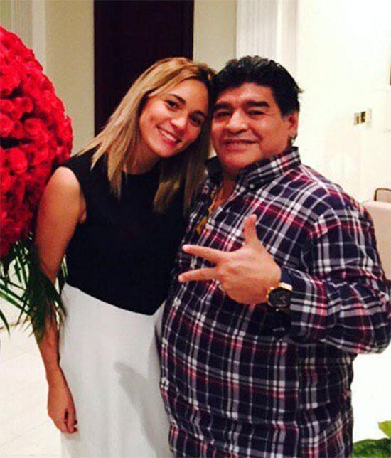 Maradona và Rocio Oliva khi mặn nồng bên nhau. Ảnh: The Sun.