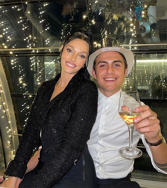 Dybala và bạn gái Oriana trong bữa tiệc mừng năm mới hôm đầu tháng. Ảnh: Instagram.