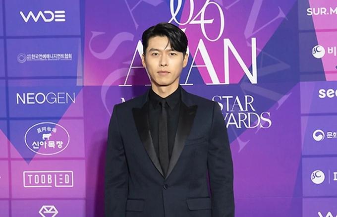 Ngôi sao APAN là giải thưởng do Hiệp hội quản lý ngành giải trí Hàn Quốc trao tặng thường niên cho các nghệ sĩ có tác phẩm xuất sắc và cống hiến lớn trong năm của lĩnh vực phim truyền hình. Do Covid-19, lễ trao giải Ngôi sao APAN bị lùi từ tháng 11/2020 tới nay. Tại giải thưởng năm nay, Hyun Bin vào top đề cử giải thưởng lớn (Daesang) - hạng mục danh giá nhất.