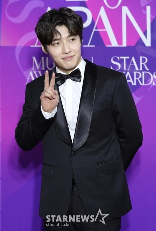 Diễn viên Kang Ha Neul của phim Khi hoa trà nở.