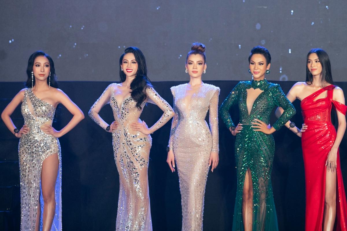 Top 6 chung cuộc còn gọi tên: Khánh An (trái), Mộng Thường và Cadie Huỳnh Anh (từ phải qua).