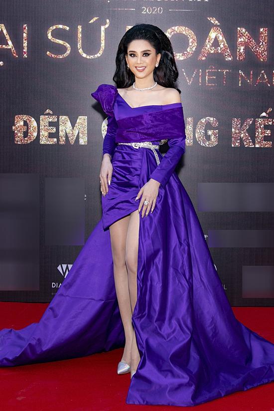 Ca sĩ Lâm Khánh Chi đảm nhận vai trò ban giám khảo. Sự xuất hiện của cô cho thấy mối quan hệ với Hương Giang trở lại tốt đẹp sau nhiều hiểu lầm trước đó.