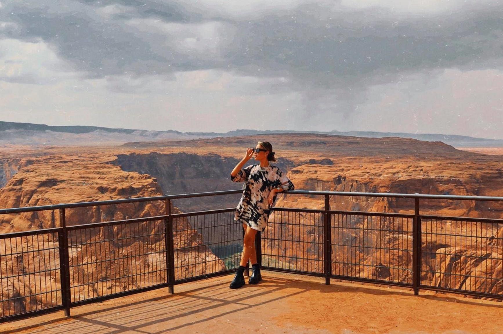Horseshoe Bend là một khúc quanh co hình móng ngựa, bên dưới là sông Colorado gần thị trấn Page, Arizona. Nó cũng được gọi là vành đai phía đông của Grand Canyon.