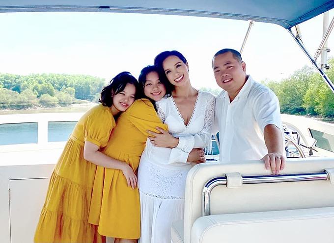 Với cựu người mẫu Thúy Hạnh, gia đình chính là nơi ấm áp nhất.