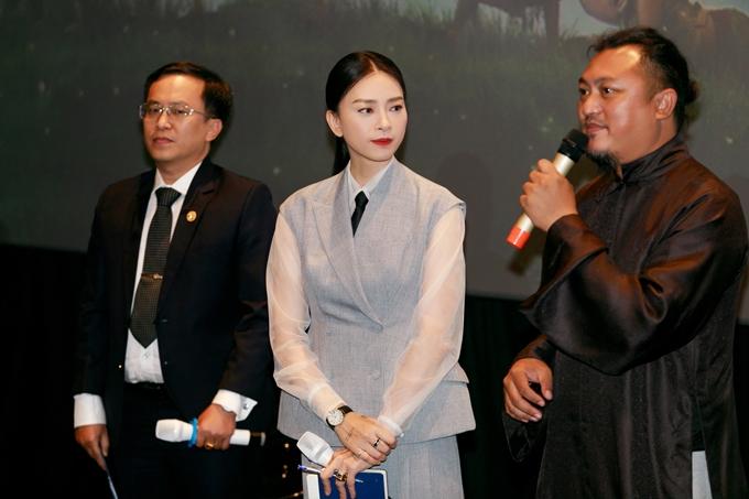Đạo diễn Phan Gia Nhật Linh (bìa phải) cùng Ngô Thanh Vân chia sẻ về hành trình gian nan đưa Thần đồng đất Việt lên màn ảnh.