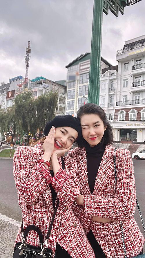 Nhã Phương và Thúy Ngân tranh thủ đi chơi ở Đà Lạt khi có lịch trình quay phim tại thành phố ngàn hoa.