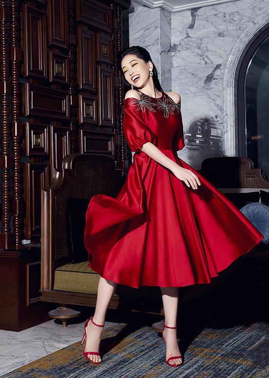 Phương Nga diện trang phục nữ quyền của NTK Xuân Lê - 4