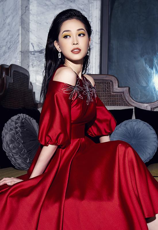 Phương Nga diện trang phục nữ quyền của NTK Xuân Lê - 6