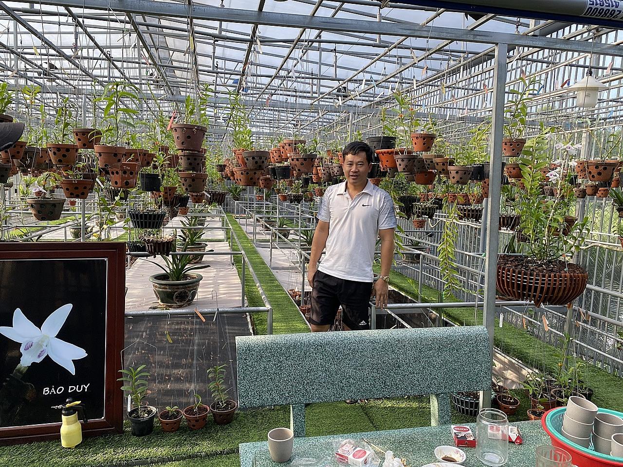 Vườn lan rộng lớn của anh Phạm Thăng Bằng với 10.000 giỏ, chậu cây.