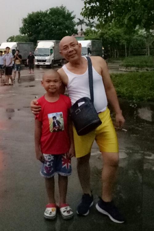 Hoàng Duy và nghệ sĩ Trung Dân trên phim trường Trạng Tí phiêu lưu ký.