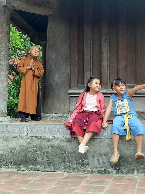 Khoảnh khắc lém lỉnh của Hoàng Duy và hai bạn diễn Kim Thư, Hữu Khang.