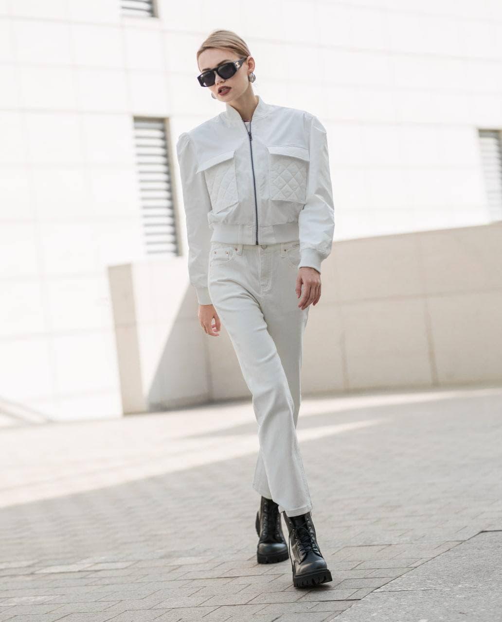 Trong bộ sưu tập, J-P Fashion mong muốn mang tới các thiết kế đa phong cách, vừa thanh lịch, nhẹ nhàng, vừa mạnh mẽ, phóng khoáng. Với kiểu dáng hơi hướng phong cách menswear, phái đẹp sẽ thoải mái, tự do hơn khi đi chơi.