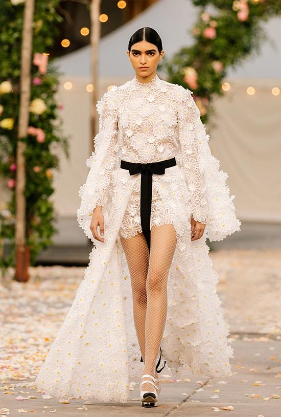 Bộ sưu tập Chanel Haute Couture Xuân 2021 chỉ bao gồm 32 thiết kế.