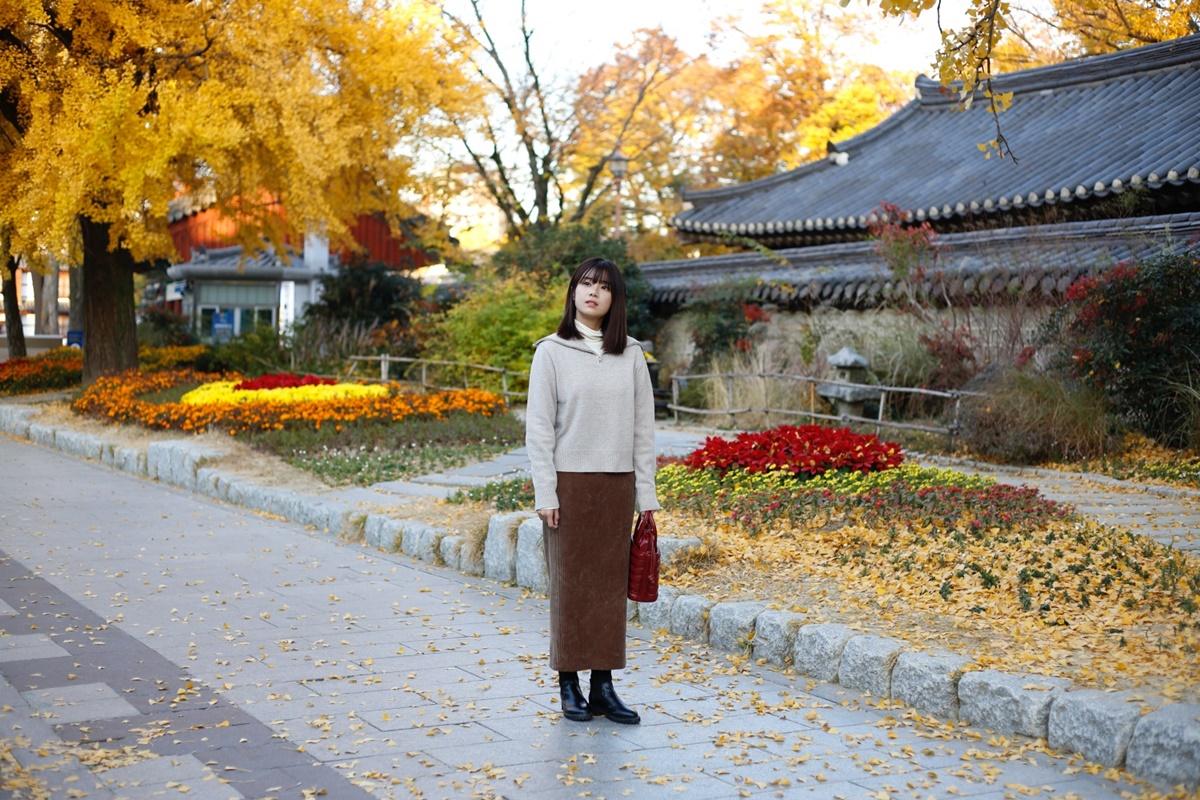 [Caption]Jeonju là một trong những điểm du lịch bạn nên khám phá nếu muốn tìm hiểu về văn hóa Hàn Quốc. Nét cổ xưa còn lưu giữ khá trọn vẹn với những ngôi làng hanok (nhà cổ Hàn Quốc) được xây từ cách đây hơn 500 năm. Kịch bản xen lẫn giữa những tình huống vui nhộn và yếu tố kỳ ảo, Siêu sao mờ ám được quay ở nhiều cảnh đẹp của Hàn Quốc. Đội ngũ sản xuất đã khắc hoạ mối tình lãng mạn của 2 vật chính ở bối cảnh Làng Jeonju Hanok, nơi được 10 triệu khách du lịch ghé thăm mỗi năm ở Jeollabuk-do và Imsil Jeongho - nơi được biết đến là địa điểm chụp ảnh đẹp nhất ở Hàn Quốc..