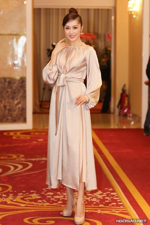 Diễn viên Lê Thu An đóng vai một cô gái lầu xanh - tuyến vai được thêm mới trong câu chuyện.