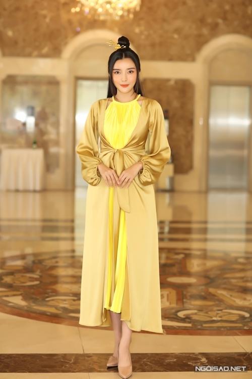Cao Thái Hà xuất hiện với diện mạo dịu dàng, khác hẳn với nhân vật Hoạn Thư cô đảm nhận.