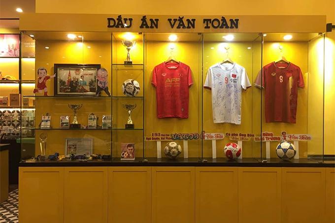 Không gian trưng bày kỷ vật trong quán cafe của Văn Toàn ở Hải Phòng. Ảnh: NVT.