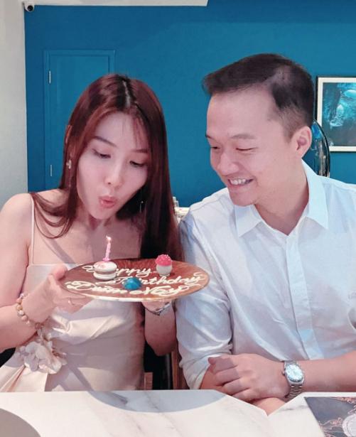 Diễm My vừa tổ chức sinh nhật lần thứ 31 tối 27/1 tại một nhà hàng sang trọng tại quận 1 (TP HCM). Đây là cơ sở kinh doanh mới do bạn trai cô - doanh nhân Vinh Nguyễn - vừa mở cách đây nửa tháng.