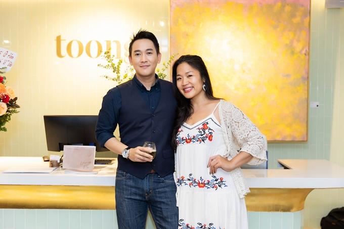 Nhà sản xuất phim Jenni Trang Lê chung vui cùng Hứa Vĩ Văn.