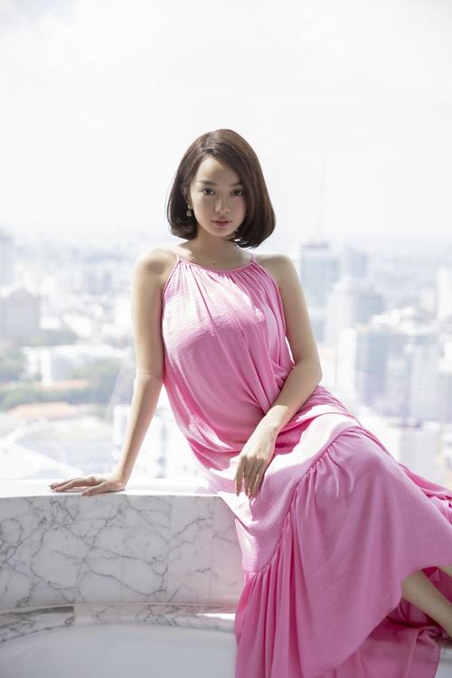 Khi tìm thấy tình yêu trong phim, Kaity Nguyễn trở nên mềm mại và dịu dàng.