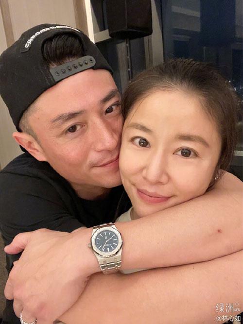 Hoắc Kiến Hoa ôm vợ trong ngày cưới.