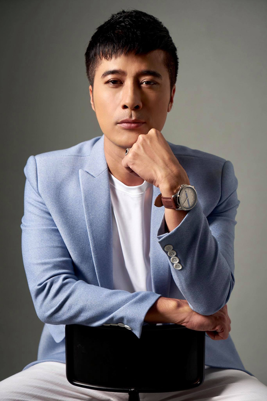 Diễn viên Quang Thảo trẻ trung khi nhuộm tóc đen.