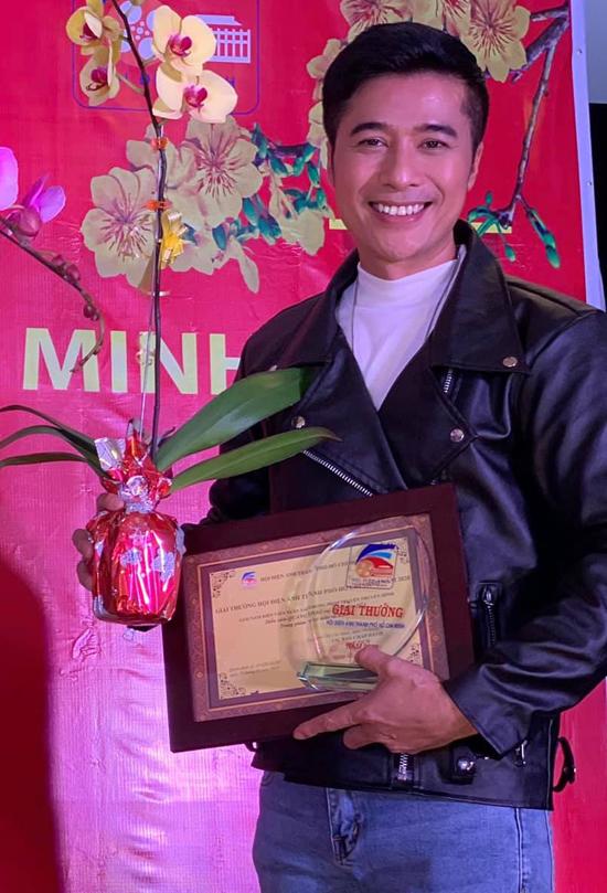 Quang Thảo nhận giải Nam diễn viên truyền hình xuất sắc 2020, hôm 19/1.