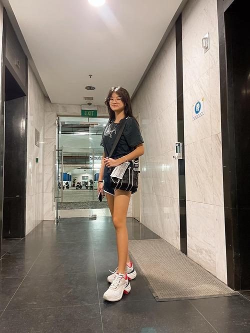 Bé Devon - con gái Trương Ngọc Ánh - được nhận xét như siêu mẫu vì sở hữu chiều cao lý tưởng.