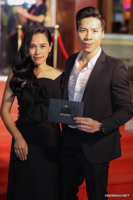 Diệu Nhi, Hòa Minzy mặc nổi bật trên thảm đỏ Làn Sóng Xanh - 4