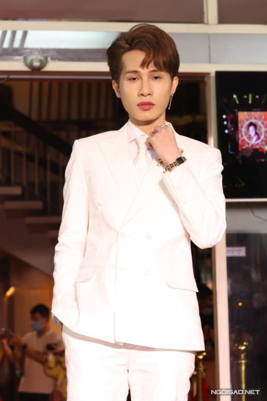 Diệu Nhi, Hòa Minzy mặc nổi bật trên thảm đỏ Làn Sóng Xanh - 14