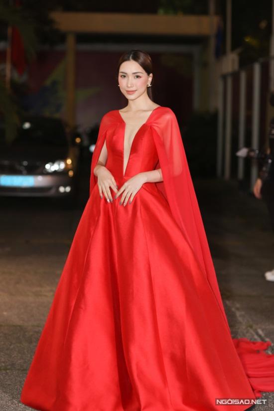 Diệu Nhi, Hòa Minzy mặc nổi bật trên thảm đỏ Làn Sóng Xanh - 2