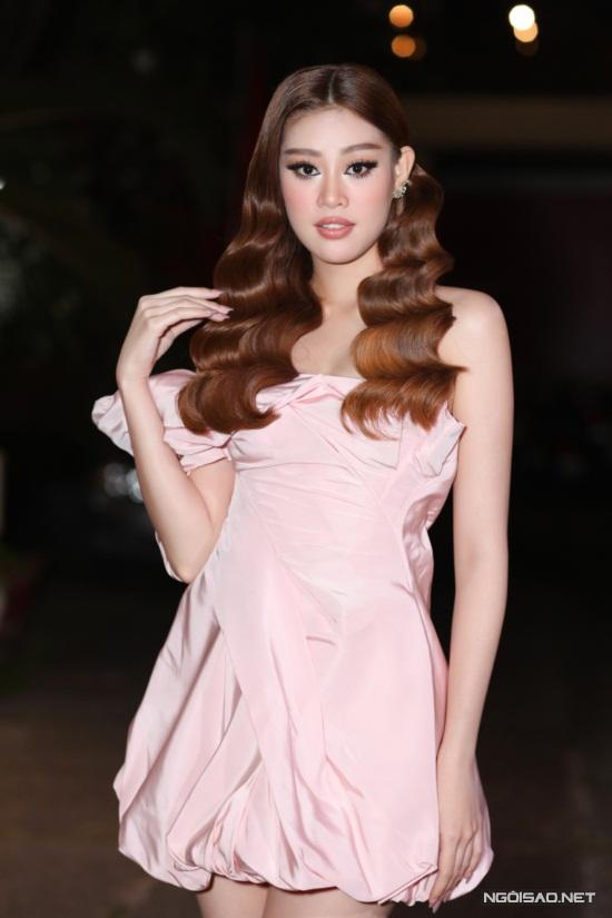 Diệu Nhi, Hòa Minzy mặc nổi bật trên thảm đỏ Làn Sóng Xanh - 8