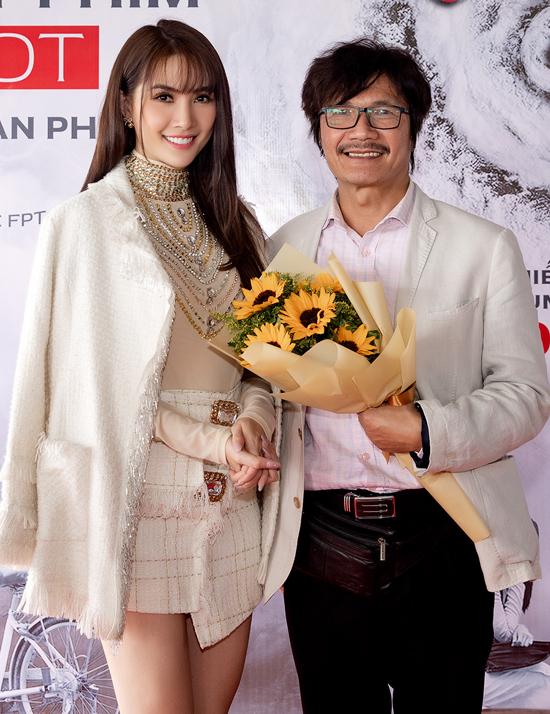Nghệ sĩ Công Ninh đóng vai cha của Phan Thị Mơ trong phim. Hai bố con có những chia sẻ chân thành, thực tế về quá trình làm phim để giúp các sinh viên quan tâm tới lĩnh vực điện ảnh hiểu thêm về môn nghệ thuật này.