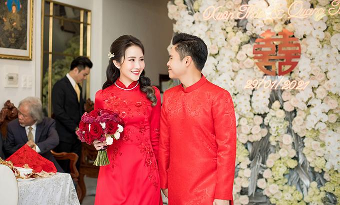 Trong ngày 29/1, cô dâu nhà giàu 29 tuổi Primmy Trương (tên thật: Trương Minh Xuân Thảo) đã được makeup Võ Quốc Anh chọn lựa tông trang điểm trong trẻo, giúp tôn nét đẹp Á đông.