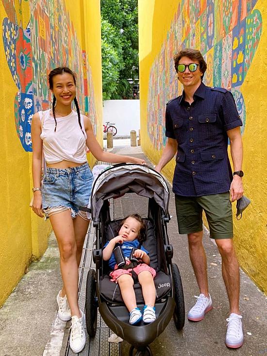 Khi có thời gian rảnh rỗi, Jack đưa vợ con đi khám phá Singapore.