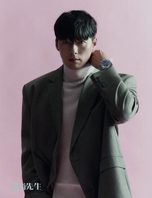 Hyun Bin tên thật là Kim Tae Pyung. Anh nổi tiếng qua nhiều tác phẩm truyền hình lẫn điện ảnh như Tên tôi là Kim Sam Soon, Hạ cánh nơi anh, Khu vườn bí mật, Cộng sự bất đắc dĩ..., hiện là một trong những diễn viên có uy tín và có giá trị thương hiệu cao trong showbiz Hàn. Anh từng trải qua nhiều mối tình với các đồng nghiệp nữ xinh đẹp: Hwang Ji Hyun, Song Hye Kyo (3 năm), Kang So Ra (1 năm). Hiện anh yêu diễn viên Son Ye Jin.