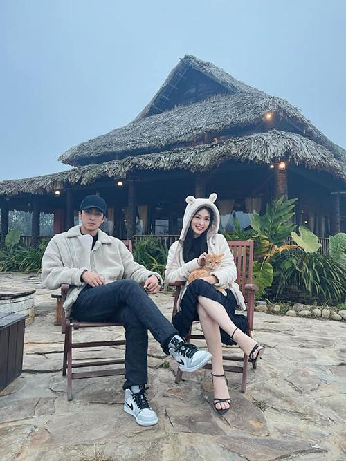 Bình An và Phương Nga lại có những ngày bình yên ở Sapa, nghỉ dưỡng trong khu resort, chơi cùng chó mèo. Đôi tình nhân còn dành thời gian khám phá Tả Phìn, diện trang phục dân tộc để chụp ảnh.
