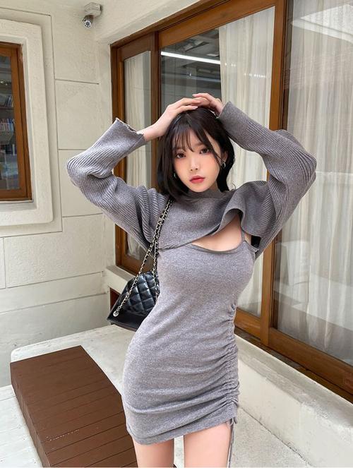 Đối với các bạn gái có số đo hoàn hảo thì váy thun ôm sát hình thể luôn là lựa chọn hợp lý.