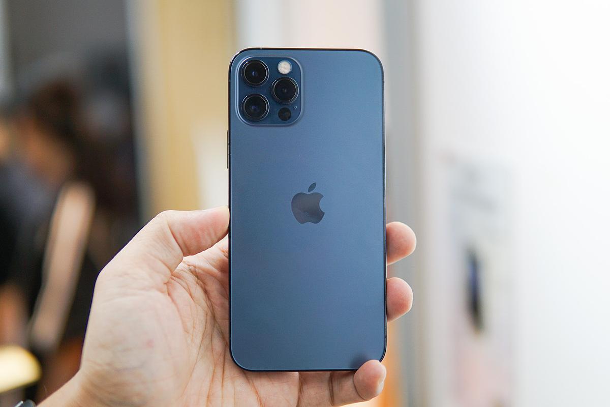 iPhone 12 Pro màu ghi xám tại Việt Nam. Ảnh: Tuấn Anh
