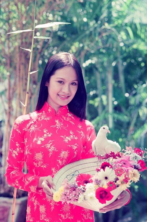 Diễn viên - nhà sản xuất phim Thanh Thúy trẻ măng và xinh đẹp ở tuổi 18, qua ống kính máy ảnh của đạo diễn Vũ Ngọc Đãng.