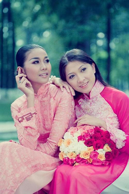 Thanh Hằng và diễn viên Như Cầm. Như Cầm là bạn thân cùng lớp của diễn viên Thanh Thúy. Hiện cô đã giải nghệ.