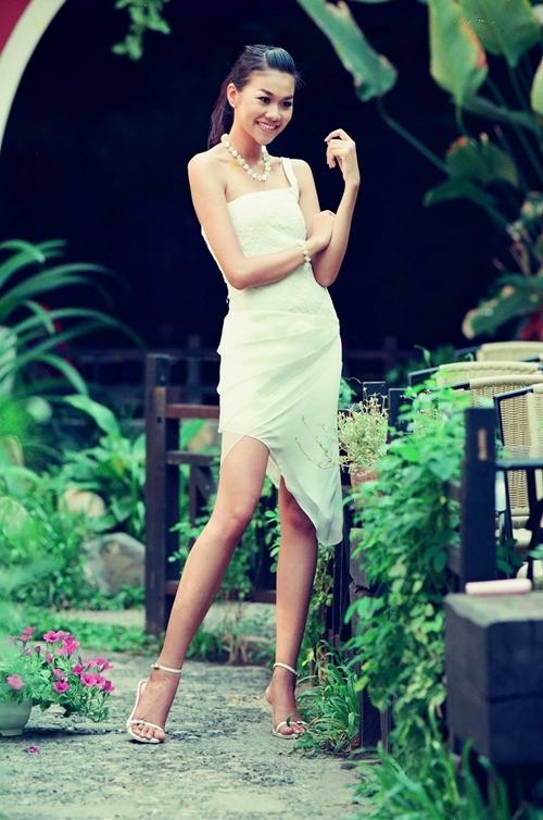 Vũ Ngọc Đãng gọi Thanh Hằng là cực phẩm của sàn diễn Việt với đôi chân dài nhất làng mẫu năm ấy.